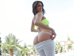 Magnificent bubble booty of torrid Latina Samia Duarte in solo scene