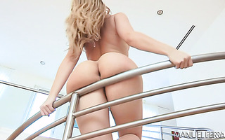Girl with the biggest rump in the bizz Alexis Texas milks hard dick with her bubble butt