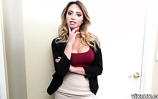 Realtor Quinn Wilde lets an inspector to fuck her hard on camera