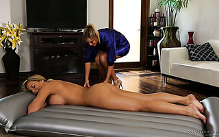 Val Midwest pleases Olivia Austin lesbian way after giving her a massage
