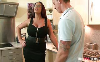 Big ass stepmom Emma Butt fucks her lucky stepson in a kitchen