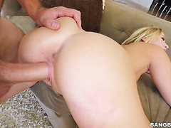 Hot as fuck Bailey Brooks is getting her pink muff licked and slammed