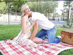 Teen Emma Hix gets toyed and fucked at picnic in a park