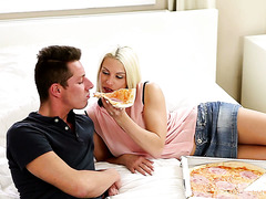 Pizza delivery guy gives the dick to gorgeous Blanche Bradburry