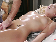 An orgasmic oily massage and fingering for gorgeous Bailey Brooks