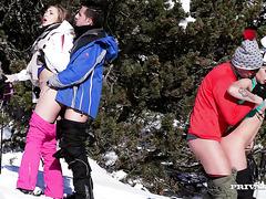 Хэйли Хилл и Вероника Скай поебались на горнолыжном курорте