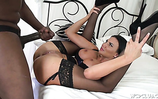 Luscious UK MILF Jasmine Jae takes some BBC deep in her hungry pussy