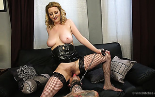Facesitting is a best way for mistress Cherry Torn to let off steam