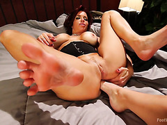 Veronica Avluv gets her bumhole foot fisted by Serena Blair