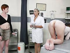 Обри Холидэй и Роузи проходят грубое анальное обследование в клинике