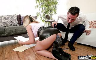 Secretary Ash Lee wanna boss to pound her big Spanish booty