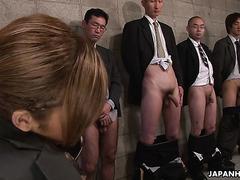 Стройная азиатка Кей получает буккаке в групповухе