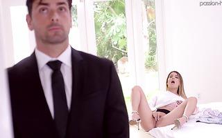 Rich girl Kristen Scott seduces handsome bodyguard