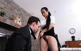 Asian boss lady Jade Kush makes a great use of hunky worker