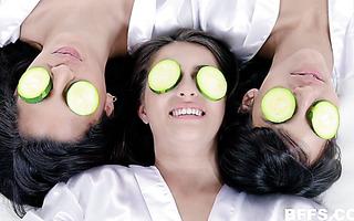 Latina bffs reverse gangbang a lucky spa masseur