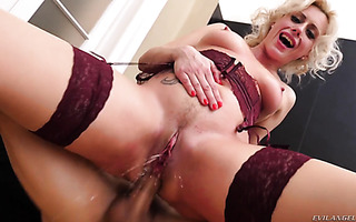 MILF Brittany Bardot squirts during hardcore ass-to-pussy fuck