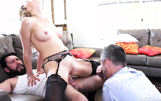 Zoey Monroe showers cuckold in squirt while fucking therapist