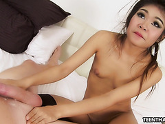 Naive 18 years old Thai prostitute Kandi is fucked by British tourist