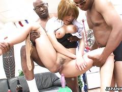 Пышная японская мамочка мучительно кончает от секс игрушек