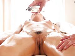 Teen Paige Owens gets an orgasmic full service massage