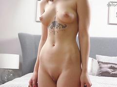 Curvy virgin Mashka Singer masturbates on casting