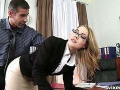 Босс отшлепал опоздавшую Кендалл и вогнал хуй в ее очко