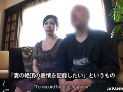 A guy watches his wife Juri Sawada getting tested during porn audition