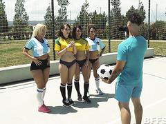 Бразильские и аргентинские футболистки ебутся с выносливым мужиком