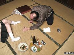 Пьяный старый японец отлизал пизду падчерицы и получил от нее минет