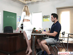 Bad student convinces biology teacher Alexis Texas to give him an A